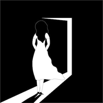 Een vrouw staat voor een openstaande deur en durft niet binnen te komen
