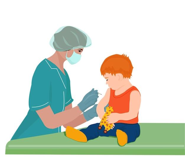Een vrouwelijke arts of verpleegster vaccineert een klein kind in de schouder. het concept van vaccinatie.