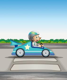 Een vrouwelijke racer in haar blauwe racewagen