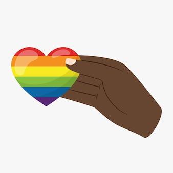 Een zwarte hand houdt een hart vast in lgbt-regenboogkleuren. een symbool van tolerantie en solidariteit.