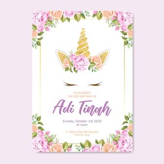 Eenhoorn uitnodigingskaart met bloemen krans en goud glitter