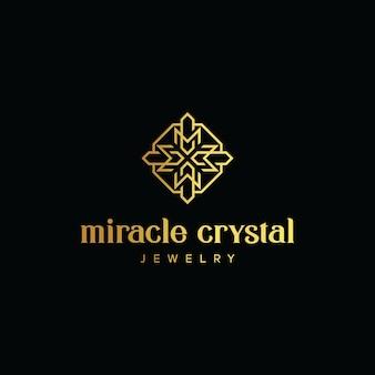 Eerste letter cm logo met achthoek gouden vector sjabloon