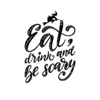 Eet, drink en wees eng, hand belettering voor halloween. illustratie van vliegende heks op bezem. concept voor uitnodiging voor feest, wenskaart, poster.