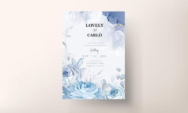 Elegante blauwe pioenbloem en bladeren bruiloft uitnodigingskaart ontwerp Premium Vector