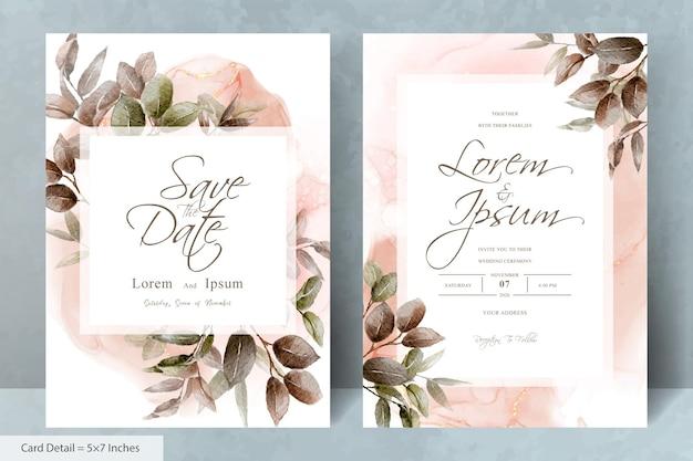 Elegante kaartsjabloon voor huwelijksuitnodigingen met handgetekend gebladerte
