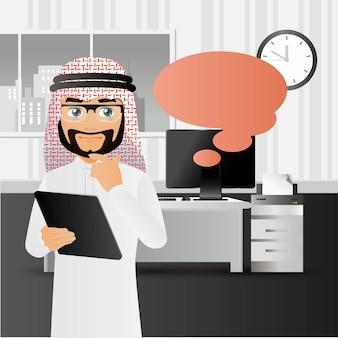 Elegante mensen uit het arabisch zakenmensen die op kantoor staan en naar de laptop wijzen