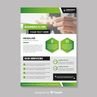 Elegante sjabloon voor business flyer met platte ontwerp