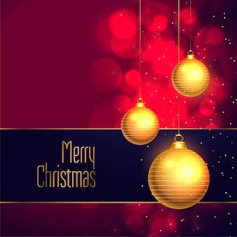 Elegante vrolijke kerstmis die de gouden achtergrond van de baldecoratie hangen