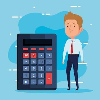 Elegante zakenman die met calculator wordt ongerust gemaakt