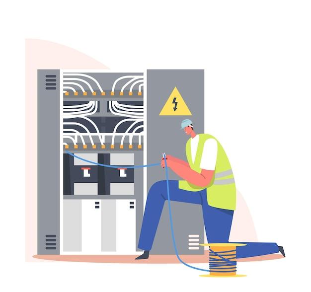 Elektricien snijden draden op dashboard. brand, energie en elektrisch veiligheidsconcept. foreman in mantel onderzoek zekeringkast