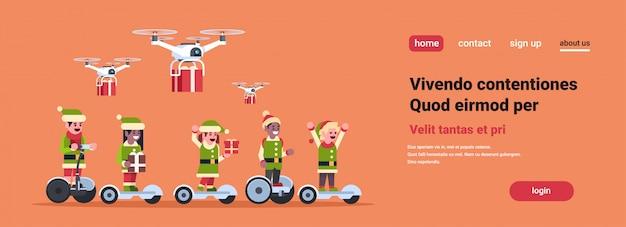 Elf kerstman helper rijden elektrische scooter drone huidige bezorgservice kerstvakantie nieuwjaar