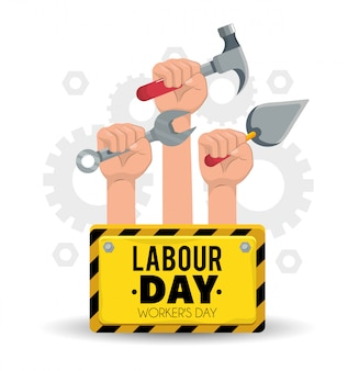 Embleem en hand met bouwhulpmiddelen aan arbeidsdag