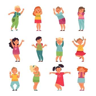 Emotionele kinderen. kindemoties, grappig verdrietig gelukkig kind. cartoon gefrustreerd jongensmeisje, huilende lachende preschool mensen vector. emotie cartoon verdrietig en lachen, vrolijk en glimlach persoon illustratie
