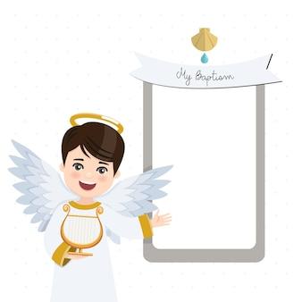 Engel op de voorgrond harp spelen. doopseluitnodiging met bericht. vlak