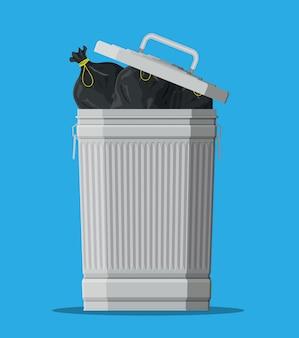 Enorme afvalvuilnisbak die op blauw wordt geïsoleerd.