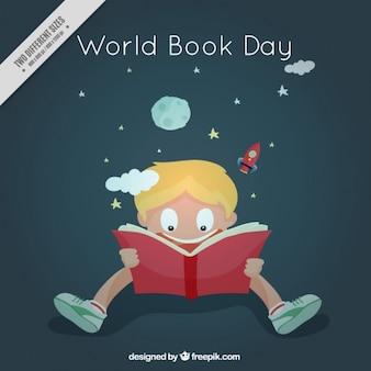 Enthousiaste jongen het lezen van een boek