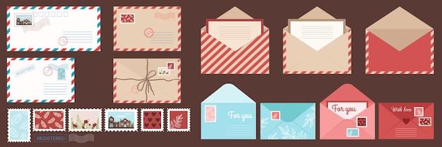 Envelop en ansichtkaarten instellen geïsoleerde enveloppen met postzegels.