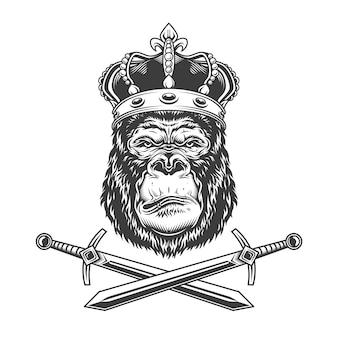 Ernstig gorillahoofd in koninklijke kroon