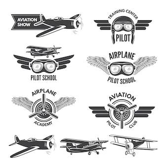 Etiketten met illustraties van vintage vliegtuigen. reisfoto's en logo voor piloten. luchtvaartvluchtbadge, vliegtuigembleem, pilootschoollogo