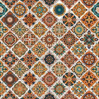 Etnisch bloemen naadloos patroon met uitstekende mandala-elementen.