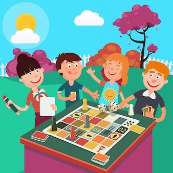 Familie bordspel buiten spelen. gelukkig familieweekend.