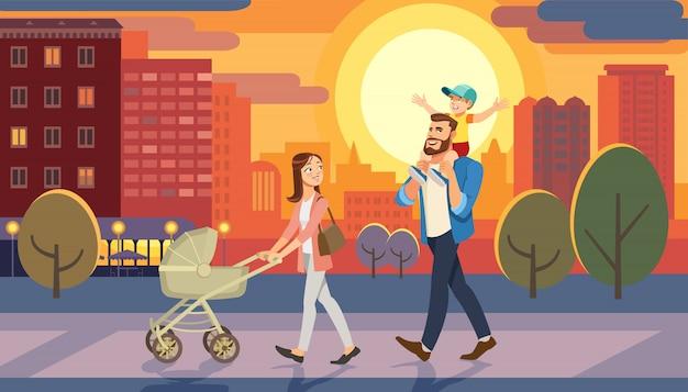 Familie die met babyauto bij stadszonsondergang loopt. vader die zoon op zijn schouders houdt.