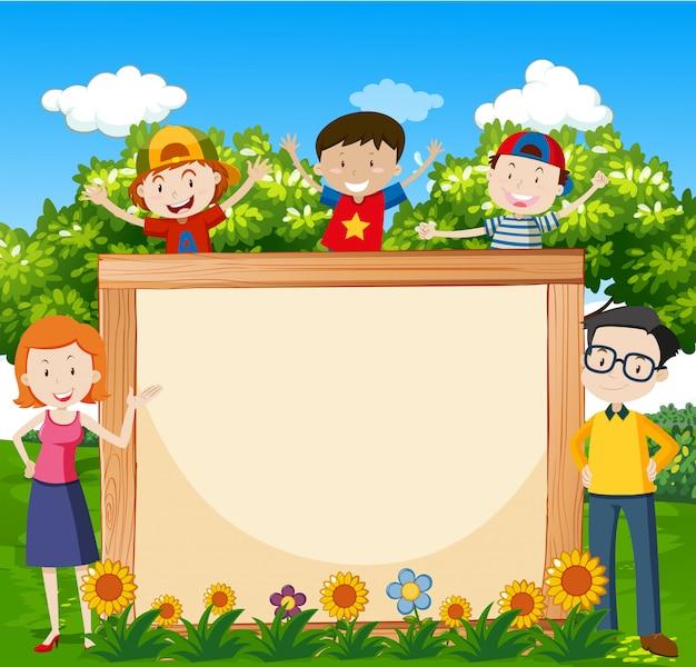 Familie in de tuin met ontworpen achtergrond voor copyspace