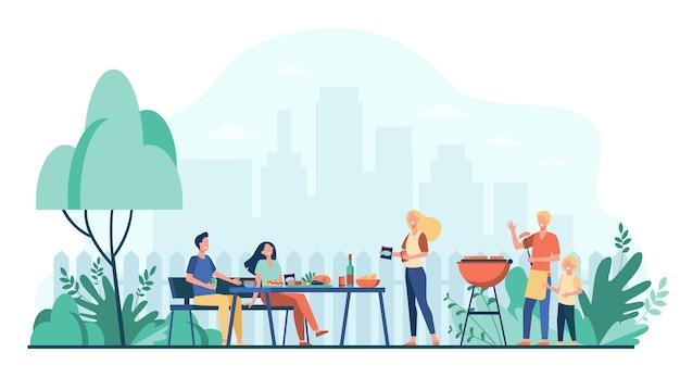 Familiebarbecuefeest op achtertuin. mensen grillen voedsel in park of tuin, aan tafel zitten en eten. voor buiten koken, feestelijk diner, zomerconcept