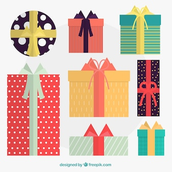Fantastisch pak giften van kerstmis met kleurrijke linten