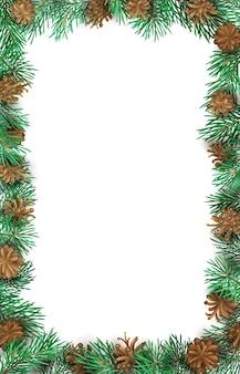 Feestelijk verticaal frame van hoog gedetailleerde pijnboomtakken en kegels op witte achtergrond.