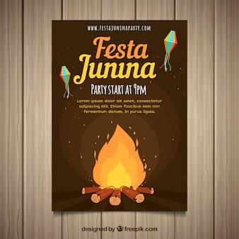 Festa junina-uitnodigingsvlieger met kampvuur bij nacht