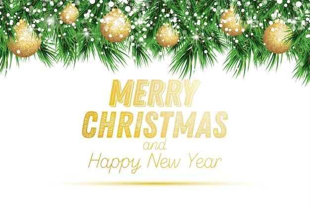 Fir tak met gouden kerstballen en sneeuw geïsoleerd op een witte achtergrond.