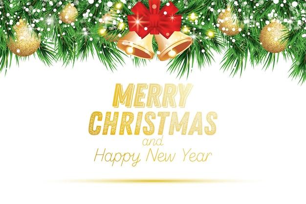 Fir tak met gouden kerstballen, sneeuw en klokken geïsoleerd op een witte achtergrond.