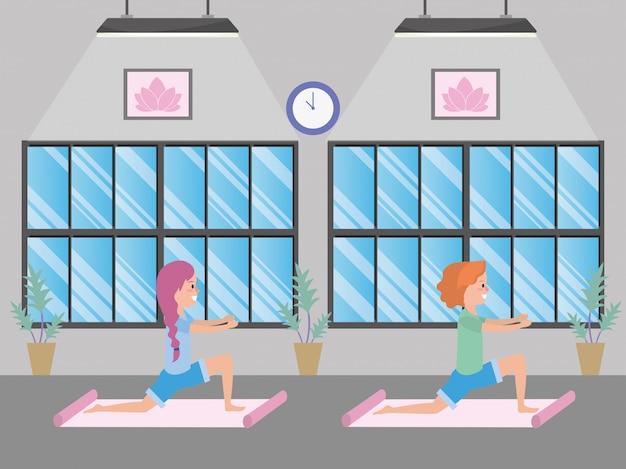 Fit vrouwen die yoga beoefenen
