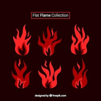 Flat set van de vlammen in oranje tinten