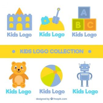 Flat set van schattige kinderen logos