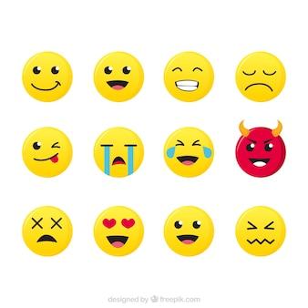 Flat set van verschillende expressieve emoticons Gratis Vector