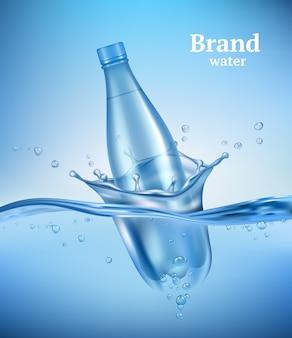 Fles in water. vloeibare vloeiende golf met transparante fles spatten druppels onderwater milieu aqua vector realistische achtergrond. drinkfles in transparante golfwaterillustratie