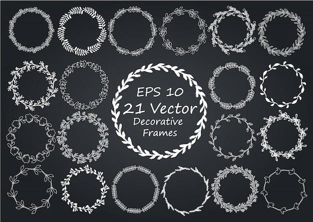 Floral frame. ronde handgetekende kransen.