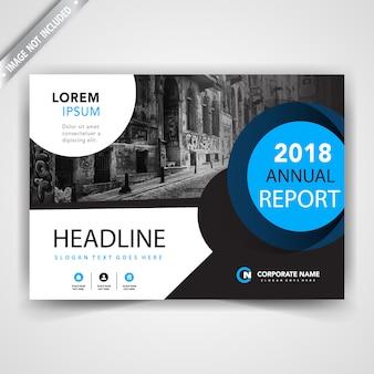 Flyer met blauw cirkelvormig ontwerp