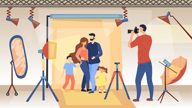 Foto sessie concept. fotograaf met camera maakt foto's van familie voor reclame voor glamourtijdschriften. studio fotoshoot met professionele apparatuur.