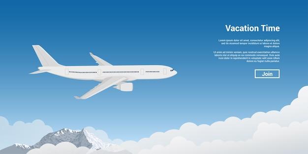 Foto van een vliegtuig dat hoog boven de hemel vliegt, vakantie, vakantiereis, het concept van vliegtuigtickets