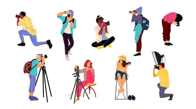 Fotografen. stripfiguren met professionele camera's in verschillende poses om foto's te maken. vector geïsoleerd schattig creativiteit vrolijke paparazzi