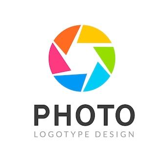 Fotografie logo sjabloon moderne vector creatieve symbool. sluiter lens camera pictogram ontwerpelement.