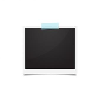 Fotolijst omlaag geplakt met papieren rompslomp. lege retro foto