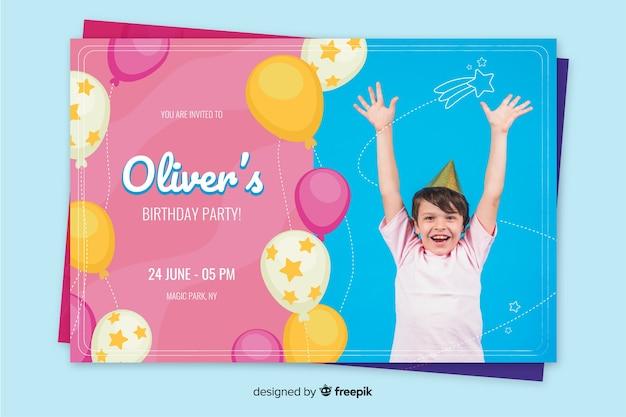 Fotoontwerp voor de verjaardagsuitnodiging van kinderen