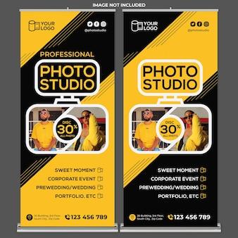 Fotostudio-promotie roll-up banner afdruksjabloon in platte ontwerpstijl