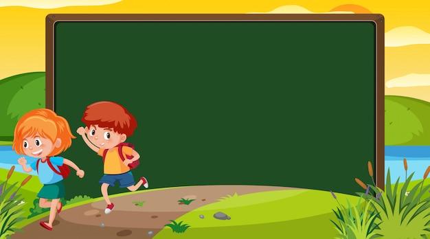 Frame ontwerpsjabloon met gelukkige kinderen
