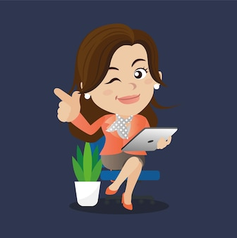Freelancer die op afstand werkt vanaf haar laptop.
