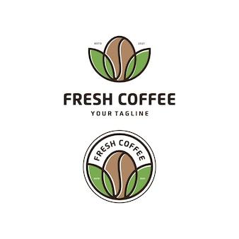 Fresh coffee cafe met bladembleem-badge logo-ontwerp